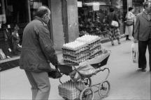 אביב יצחקי, מוכר ביצים, הדר, חיפה, 1979